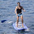 Exclusif - Pier Silvio Berlusconi fait du paddle avec sa compagne Silvia Toffanin et leur fils Lorenzo Mattia, (né le 10 juin 2010) à Saint-Tropez le 27 août 2017.