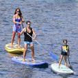 Exclusif - Pier Silvio Berlusconi fait du paddle avec sa compagne Silvia Toffanin et leur fils Lorenzo Mattia (7 ans) à Saint-Tropez le 27 août 2017.