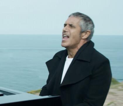 """Julien Clerc : Jeunot de 69 ans dans """"Je t'aime etc"""", son nouveau classique"""