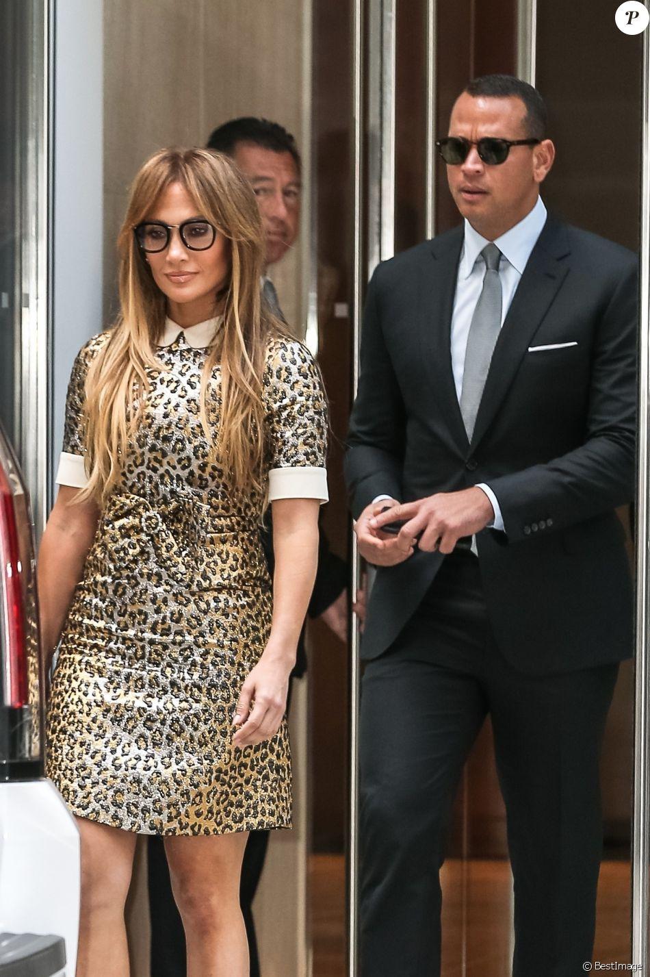 Jennifer Lopez et son compagnon Alex Rodriguez se baladent en amoureux dans les rues de New York le 1er septembre 2017