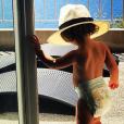 Amel Bent partage une photo de sa fille Sofia, 1 an et demi, prise lors de vacances en Corse. Instagram, le 31 août 2017.
