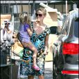 Heidi Klum aime beaucoup porter sa petite fille, qui elle, adore faire des câlins à sa maman ! 26/10/08