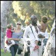 Heidi Klum et Seal se promènent avec Leni et Henry. Mais où est Johan ? Sûrement déjà sur un toboggan ! 07/09/08