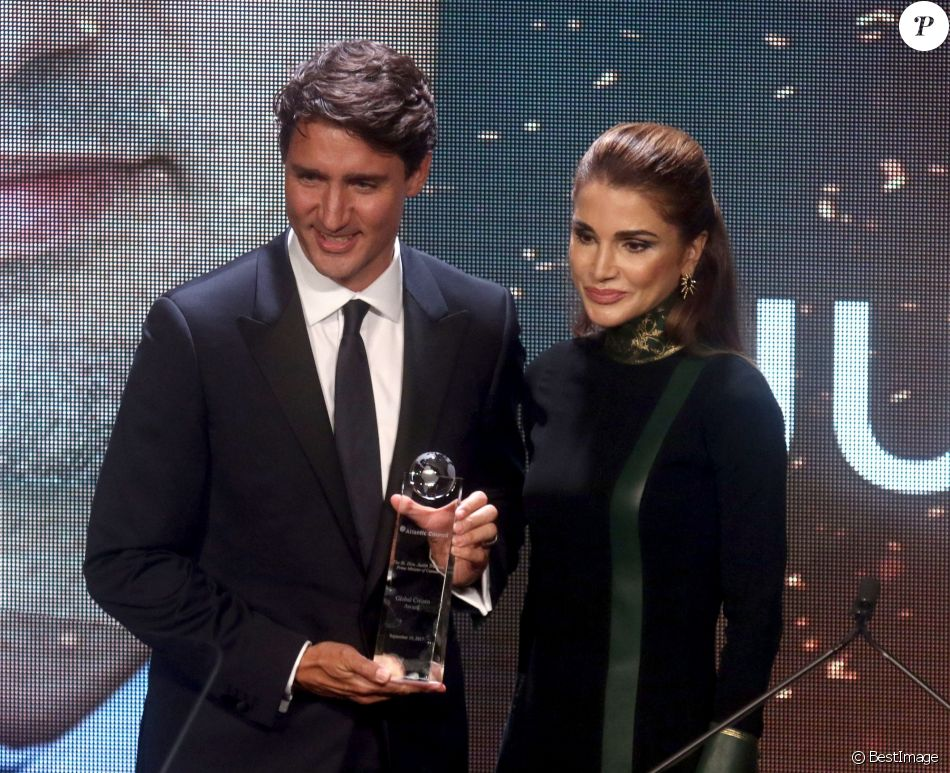 "Le Premier ministre du Canada Justin Trudeau et la reine de Jordanie Rania al-Yassin lors des ""Atlantic Council 2017 Global Citizen Awards"" à New York, le 19 septembre 2017. © Nancy Kaszerman via Zuma Press/Bestimage"