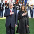 Le président Donald Trump et sa femme Melania ont salué la Garde Marine à la Maison Blanche à Washington, après avoir observé une minute de silence pour les commémorations du 11 septembre 2001. Le 11 septembre 2017.