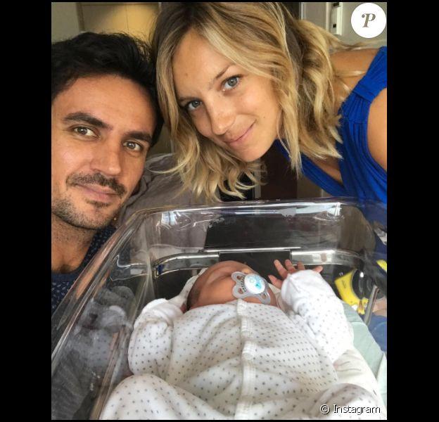 Clémentine Sarlat est l'heureuse maman d'une petite Ella, née en septembre 2017 et fruit de ses amours avec son compagnon l'ancien rugbyman Clément Marienval.