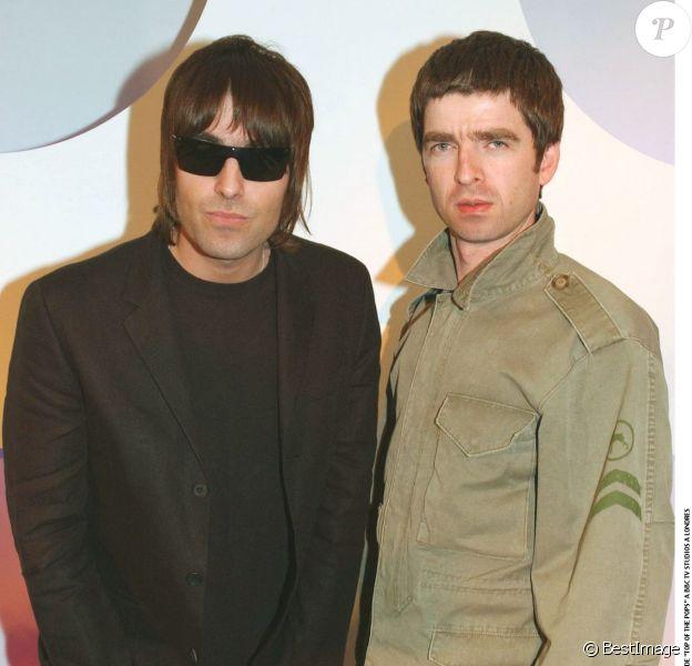 Liam Gallagher et Noel à Londres en avril 2002
