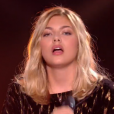 """Louane, invitée de la finale de """"The Voice Kids 4"""" (TF1), interprète son titre """"On était beau"""" samedi 30 septembre 2017."""