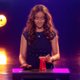 """Betyssam et son gobelet lors de la finale de """"The Voice Kids 4"""" (TF1), samedi 30 septembre 2017."""