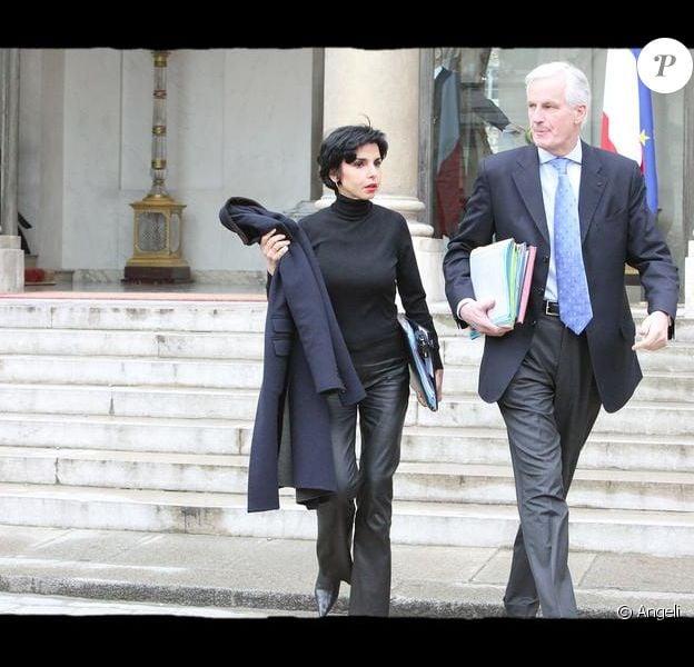Rachida Dati et Michel barnier à la sortie du Conseil des Ministres