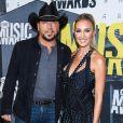 """""""Jason Aldean et sa femme Brittany Kerr, enceinte, lors des 2017 CMT Music Awards au Music City Center à Nashville, le 7 juin 2017."""""""