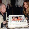 Crystal Harris pose avec son mari Hugh Hefner à l'occasion de la célébration de son 91e anniversaire. Instagram, le 14 avril 2017.