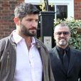 George Michael quitte son domicile avec son petit ami Fadi Fawaz à Londres le 14 mars 2012. L