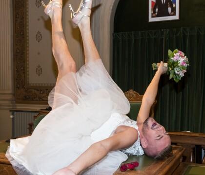 Jeremstar marié : Une cérémonie déjantée devant Raquel Garrido et Agathe Auproux