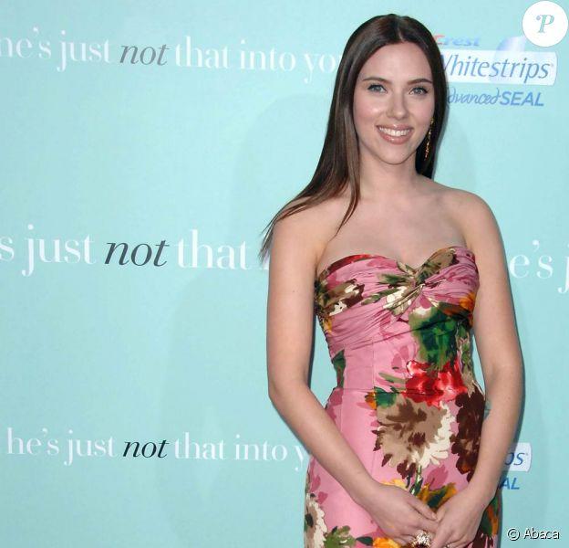 Les robes fleuries qui donnent un look frais, Scarlett Johansson adore ça ! 02/02/09
