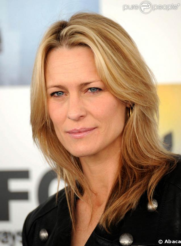 http://static1.purepeople.com/articles/0/25/57/0/@/175596-la-tres-jolie-robin-wright-vieillit-637x0-3.jpg
