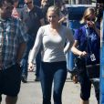 """""""Lili Reinhart et Lester Thomas ont salué leurs fans à la sortie du tournage """"Riverdale"""" à Vancouver. Le 25 août 2017 © CPA / Bestimage"""""""