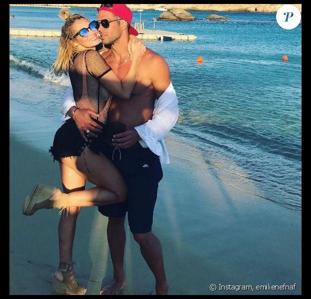 Emile Nef Naf à Mykonos avec son compagnon Bruno Cerella. Instagram, le 16 septembre 2017.