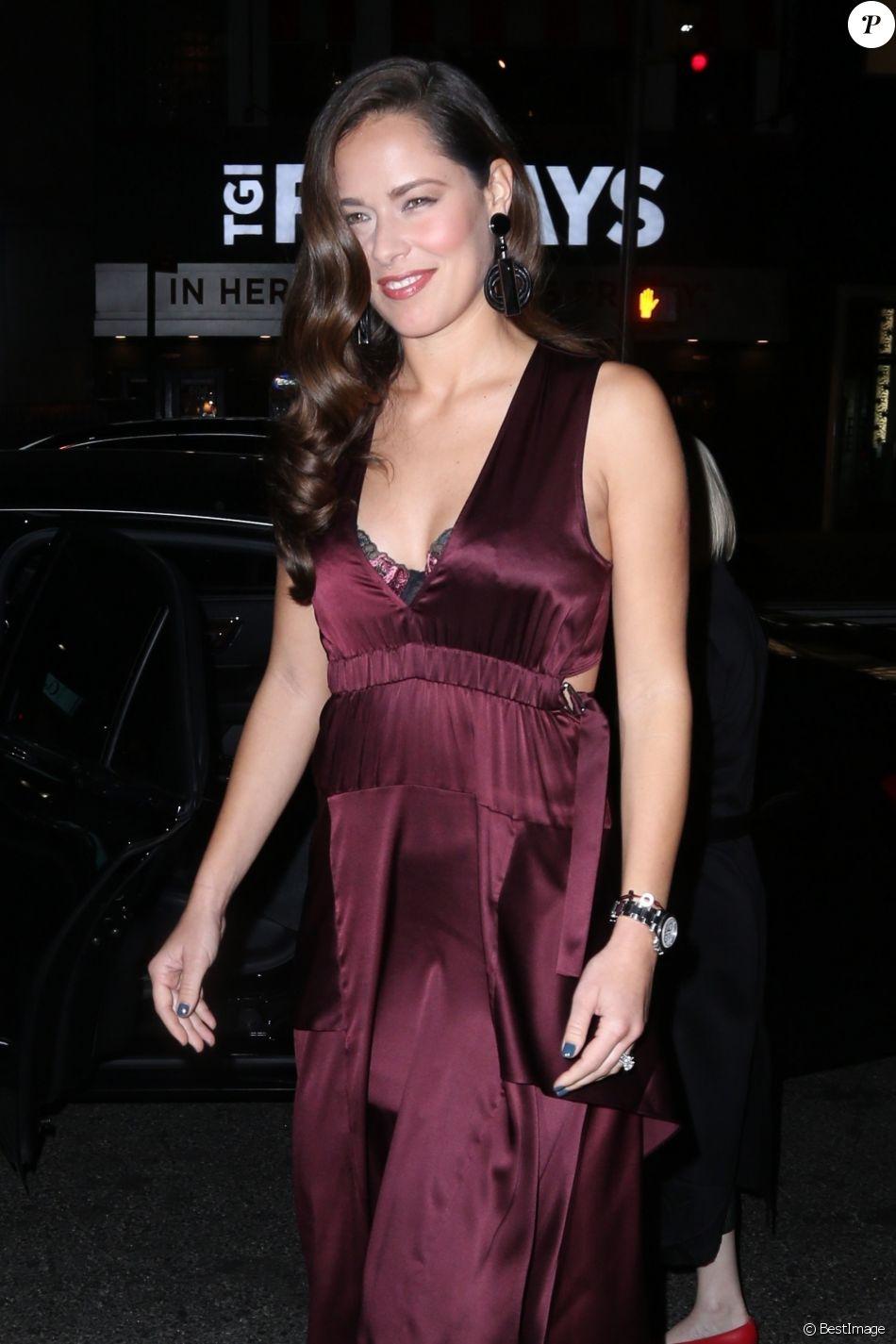 Ana Ivanovic - Les célébrités arrivent à la soirée d'ouverture du Intimissimi à New York, le 18 octobre 2017.