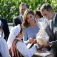 """Le roi Felipe VI et la reine Letizia visitent Poreñu, désigné """"Village exemplaire des Asturies 2017"""", le 21 octobre 2017."""