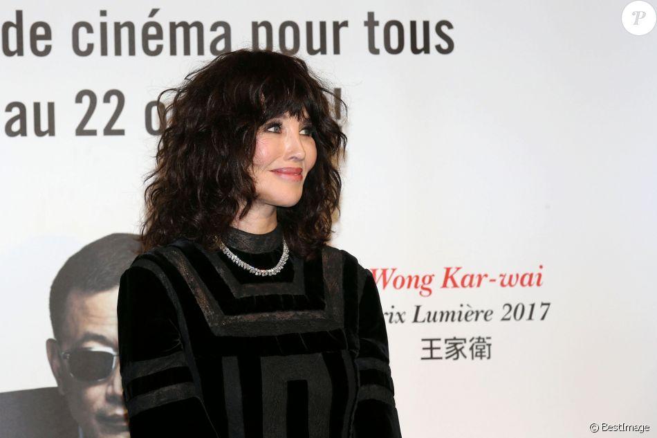 Isabelle Adjani (bijoux Chopard) lors du photocall de la soirée de remise de prix au Festival Lumière à Lyon le 20 octobre 2017.