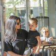 Kourtney Kardashian emmène ses enfants Mason, Penelope et Reign à l'atelier 'Color Me Mine' à Calabasas, le 22 octobre 2017.