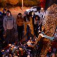 Hommages à Paul Walker sur les lieux du drame à Santa Clarita, près de Los Angeles, le 4 décembre 2013.