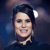 Karine Ferri : Belle au naturel, elle pose avec sensualité sur un lit