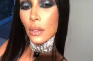 Kim Kardashian ultra sexy en Aaliyah pour Halloween et vivement clashée