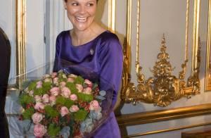 La princesse Victoria de Suède vous présente... sa (grosse) bague de fiançailles !