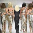 """""""Carla Bruni Sarkozy, Claudia Schiffer, Naomi Campbell, Cindy Crawford, Helena Christensen et Donatella Versace - Défilé de mode printemps-été 2018 """"Versace"""" lors de la fashion week de Milan, le 22 septembre 2017."""""""