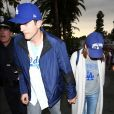"""""""Ashton Kutcher et sa femme Mila Kunis arrivent match de la série mondiale, Match 6 de Houston Astros contre Los Angeles Dodgers à Los Angeles, le 31 octobre 2017"""""""