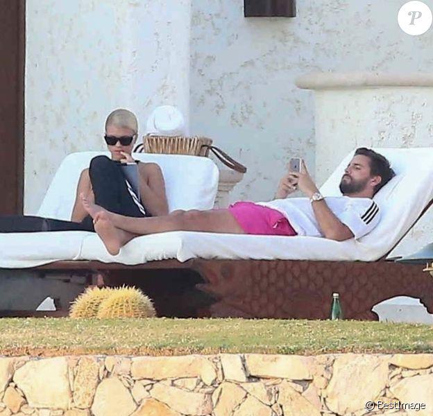 Exclusif - Sofia Richie et son compagnon Scott Disick passent le week-end en amoureux à Cabo San Lucas au Mexique, le 4 novembre 2017.