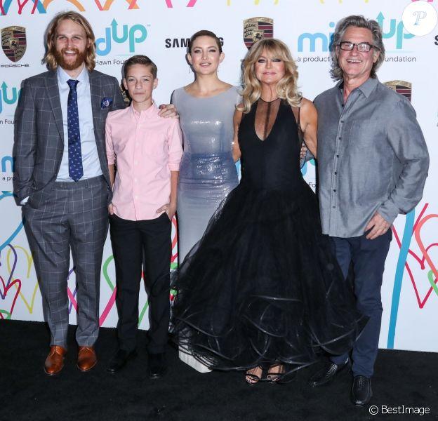 """Wyatt Russell, Rider Robinson, Kate Hudson, Goldie Hawn et son mari Kurt Russell - Soirée de gala de la fondation """"The Hawn"""" à Los Angeles le 3 novembre 2017."""