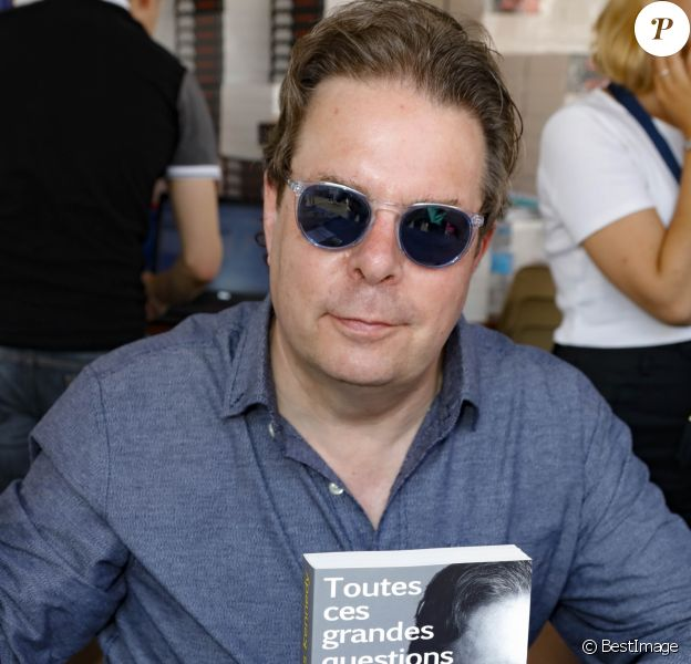 """Douglas Kennedy - Festival du livre sur le thème """"La Méditerranée"""" au jardin Albert 1er à Nice, France, le 3 juin 2017. © JLPPA/Bestimage"""