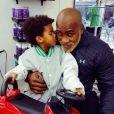 """""""Teddy Riner chez le coiffeur avec son fils Eden, 2 ans et demi. Photo publiée sur Instagram le 14 mars 2017."""""""
