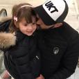 Karim Benzema dépose un tendre bisou sur la joue de sa fille Mélia, 3 ans. Photo publiée sur Instagram en février 2017.
