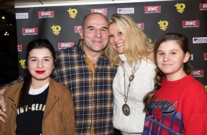 Vincent Moscato avec sa femme et ses filles pour les 10 ans de son émission