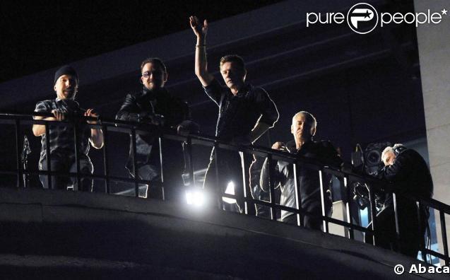 """U2 a donné un concert """"secret"""" depuis le toit de la BBC, à Londres ! Un des plus gros flash mobs de l'année..."""
