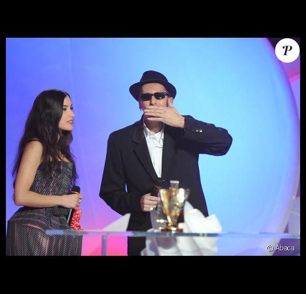 Alain Bashung a reçu trois Victoires de la Musique hier, dont une des mains d'Olivia Ruiz, très émue...