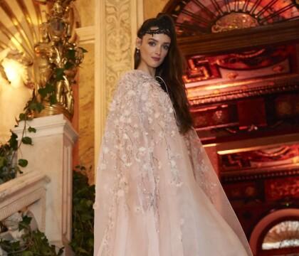 Charlotte Le Bon : Canon pour un bal masqué avec Almodovar