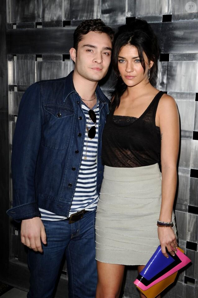 """Ed Westwick et Jessica Szohr à la soirée """"Big Game Big Give"""", à Miami le 6 février 2010."""