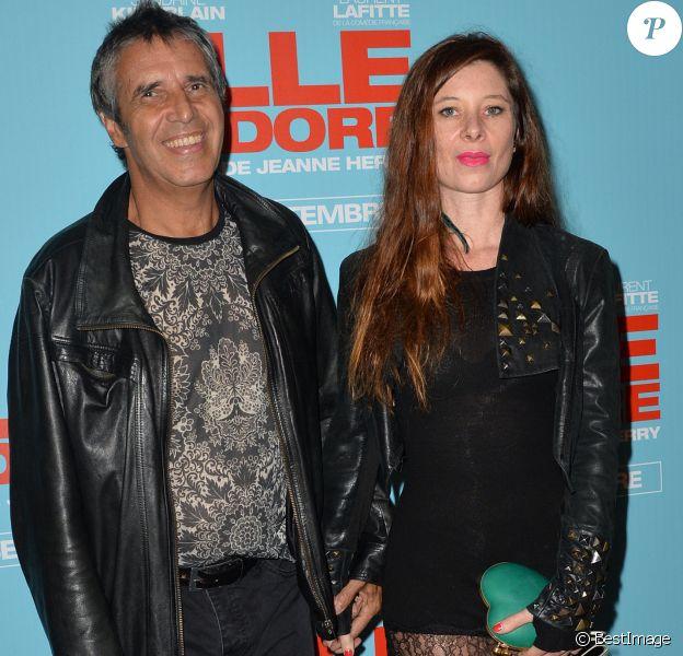 """Julien Clerc et sa femme Hélène Grémillon - Avant-première du film """"Elle l'adore"""" au cinéma UGC Normandie à Paris, le 15 septembre 2014."""