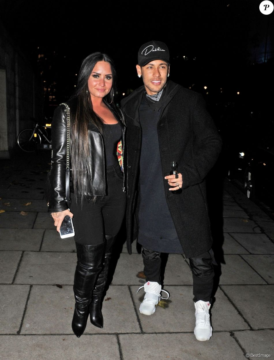 Exclusif - Le joueur de football Neymar  a passé la soirée avec la chanteuse Demi Lovato au casino Ambassador à Londres le 14 novembre 2017.