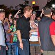 Le prince Harry salue ses fans à son arrivée à la réception de la fondation Invictus Game à Toronto. Le 26 septembre 2017