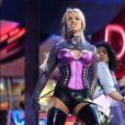 Britney Spears lors des American Music Awards en 2001. Une tenue un peu too much mais un charisme hors norme
