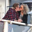 "Johnny et Laeticia Hallyday - Johnny Hallyday va dejeuner en famille dans le restaurant de fruits de mer ""Gladstone's"" a Pacific Palisades le 19 janvier 2014."