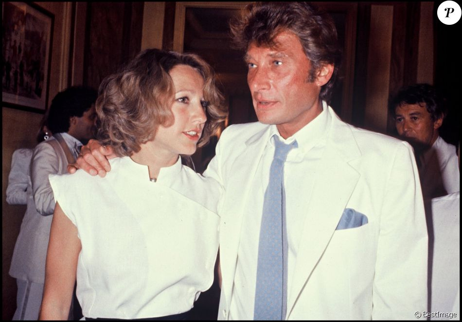 nathalie baye et johnny hallyday au mariage d 39 eddie barclay paris le 22 juin 1984 purepeople. Black Bedroom Furniture Sets. Home Design Ideas