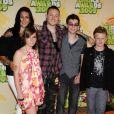 Talinda et Chester Bennington aux Kids' Choice Awards le 28 mars 2009. De gauche à droite : Alyssa Morse, nièce du couple, avec Jaime et Isaiah, fils de Chester (dont la mère est Elka Brand).