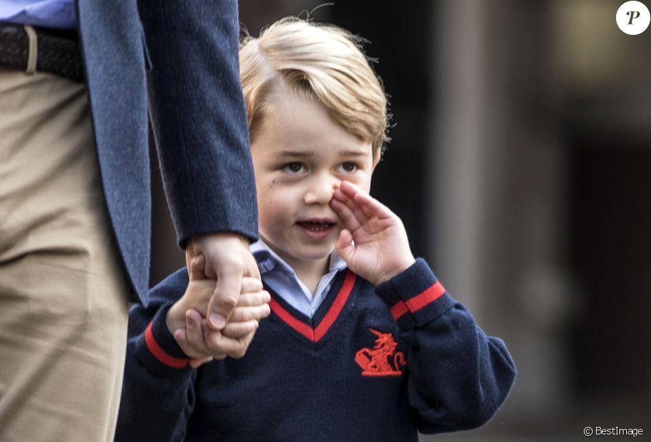 Le prince William, duc de Cambridge emmène son fils le prince George de Cambridge pour son premier jour à l'école à Londres le 7 septembre 2017.
